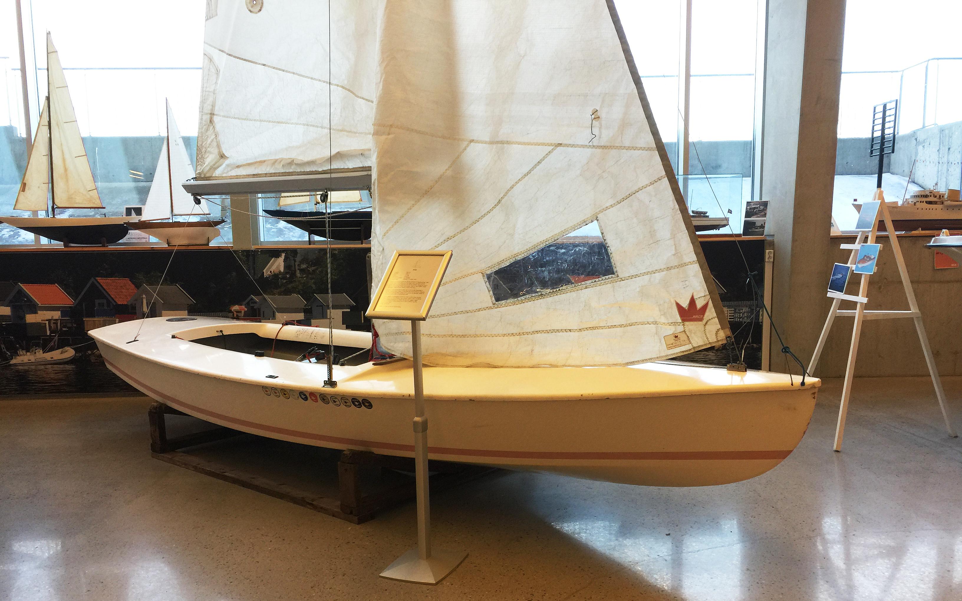 80 ÅR: En Snipe er på plass i båthallen i anledning av at Snipen har vært i Norge i 80 år. [Foto: Morten Jensen]