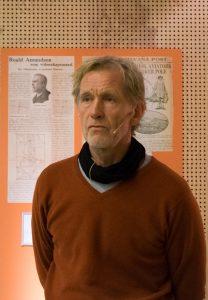 VITENSKAPELIG: Under «Maud»-ekspedisjonen ble det samlet inn betydelige og viktige vitenskapelige prøver. fortalte Jan Wanggaard. [Foto: Morten Jensen]