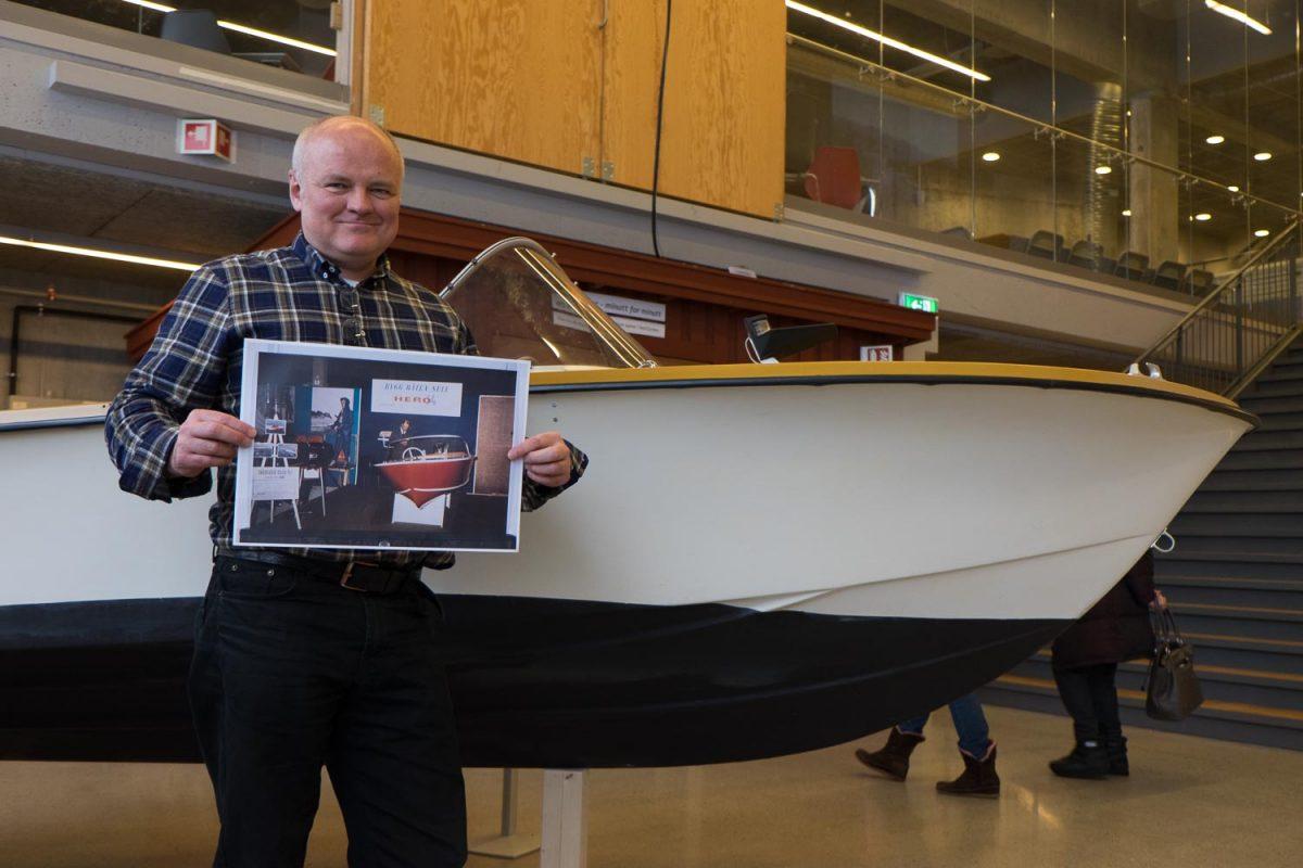 HJELP: Tron Wigeland Nilsen ønsker seg veldig gjerne hjelp til å bemanne standen til museet på Sjøen for alle. [Foto: Morten Jensen]