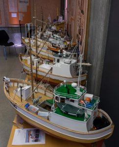 FISKEBÅTER: Arnfinn M.F. Kynnø fra Trondheim hadde med seg en imponerende flåte av fiskebåter til Vollen. [Foto: Morten Jensen]