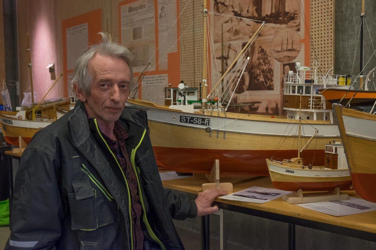 140 modellbåter på et brett