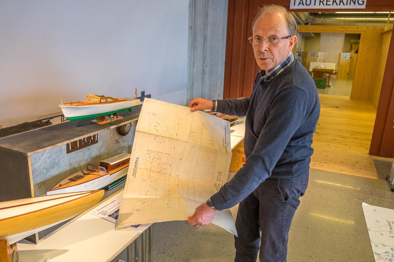 MANGE BÅTER: Morten Bjerkåsholmen var kanskje den største bidragsyteren til modelbbåtutstillingen og stilte med flest båter [Foto: Morten Jensen]