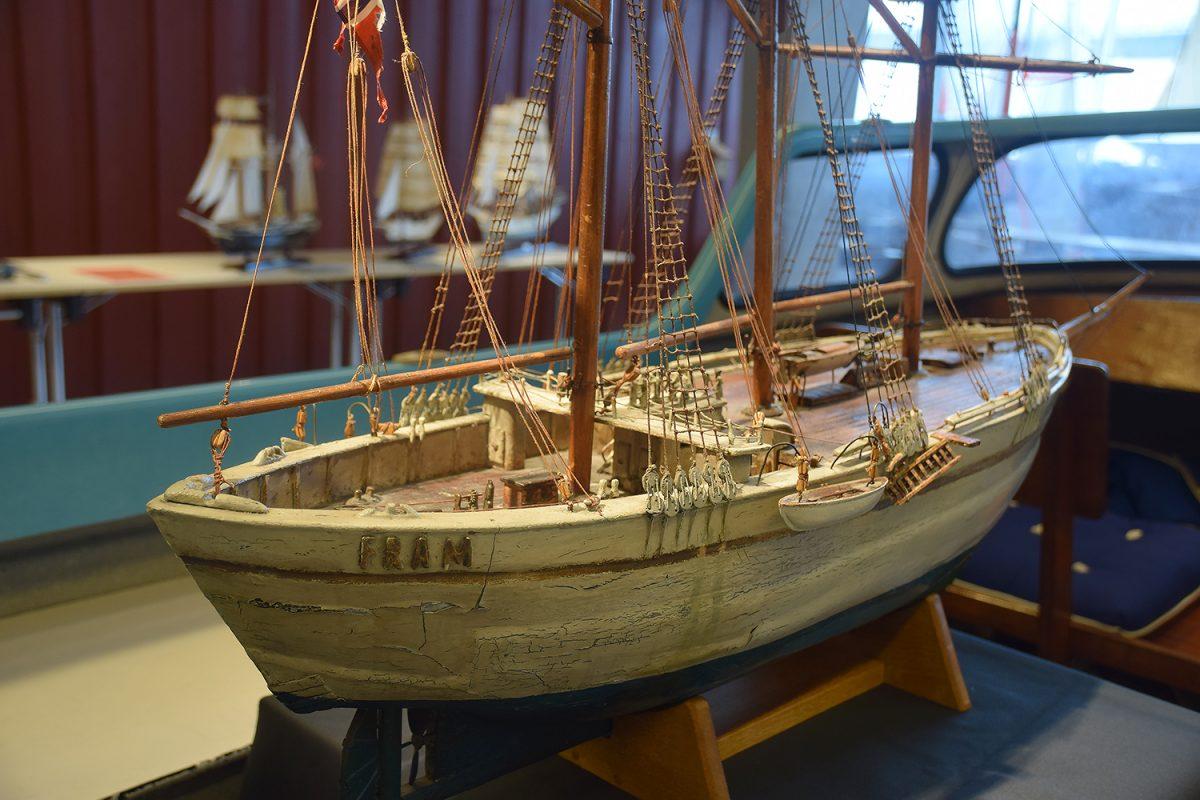 Over 100 modellbåter på utstilling