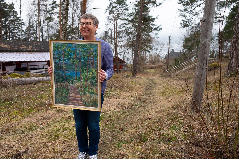 FRA BJERKØYA: Margaret Heldor har samlet Axel M. Erichsens kunst, som blant annet har motver fra Bjerkøya. (Foto: Morten Jensen)